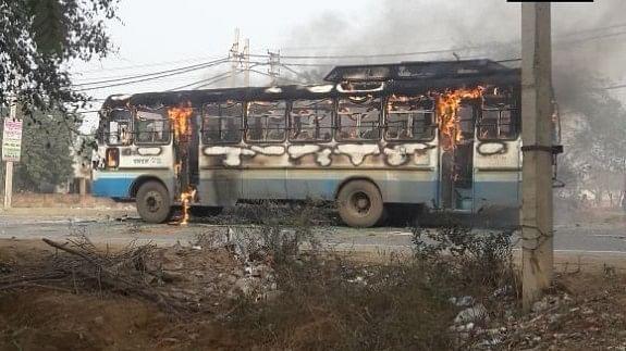राजस्थान: करणी सेना की चित्तौड़गढ़ इकाई के 3 नेता गिरफ्तार, देश में कई जगहों पर हिंसा और आगजनी