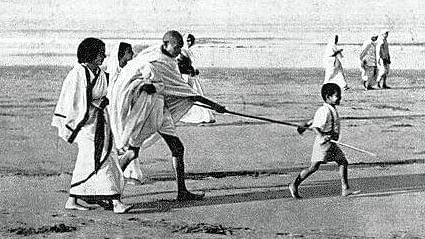 कई फिल्मों में गांधी की भूमिका निभा चुके सुरेंद्र राजन ने कहा, बापू को अप्रासंगिक करने की साजिश होगी नाकाम