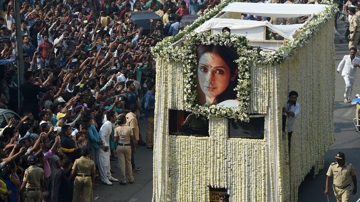 श्रीदेवी को अंतिम विदाई, और नीलाभ की स्मृति सभा