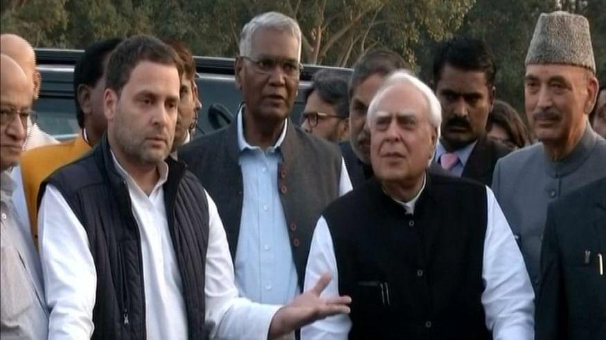 जज लोया मामला: राष्ट्रपति से मिले विपक्ष के नेता, राहुल ने की एसआईटी जांच  की मांग