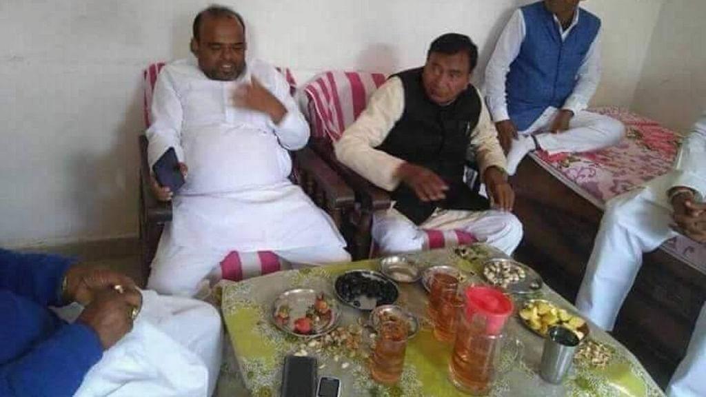तेजस्वी यादव के दावे के बाद नीतीश के मंत्री की तस्वीर शराब के साथ वायरल!