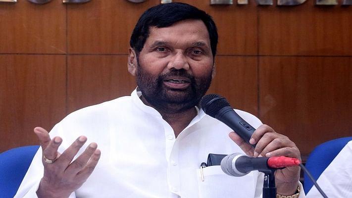 एससी-एसटी एक्ट मामले पर आखिर किस सरकार की बात कर रहे हैं राम विलास  पासवान!