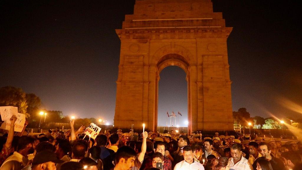 दीवार पे लिखी इबारत साफ है प्रधानमंत्री जी, लोगों का दबा हुआ गुस्सा अब फूटने लगा है...