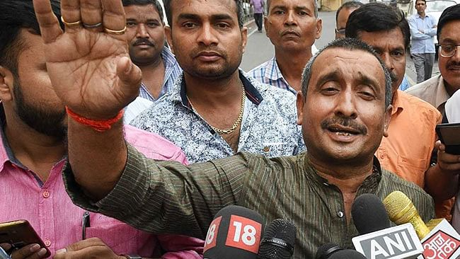 उन्नाव गैंगरेप केस: बीजेपी विधायक का भाई मारपीट में गिरफ्तार, लेकिन बलात्कार आरोपी विधायक पर एक्शन नहीं