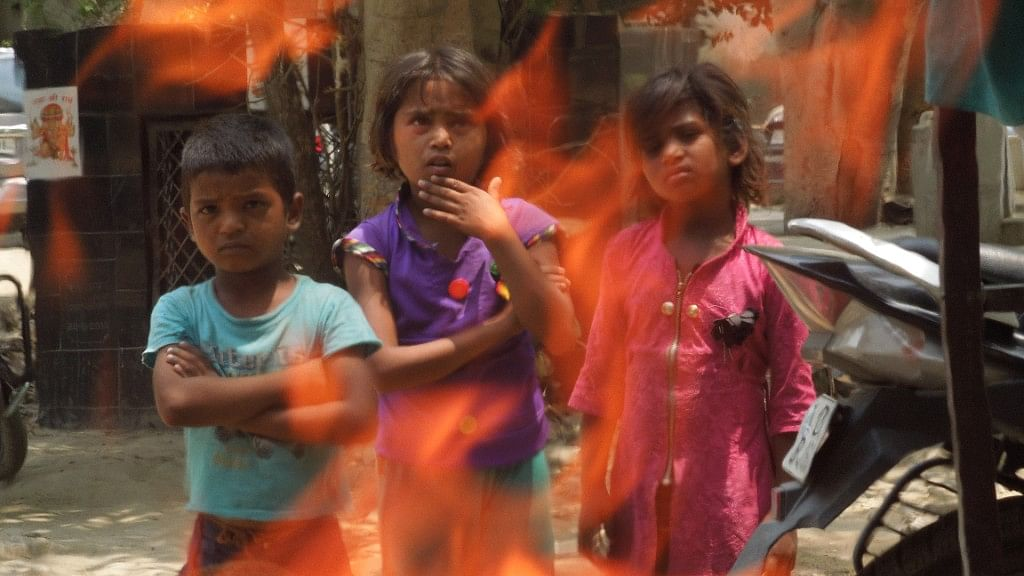 भारत में भेदभाव की वजह से हर साल  5 वर्ष से कम उम्र की 2,39,000 लड़कियों की हो जाती है असामयिक मृत्यु: रिपोर्ट