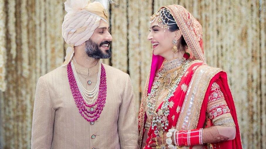 एक-दूजे के हुए सोनम कपूर और आनंद आहूजा, पंजाबी रीति-रिवाज से हुई शादी