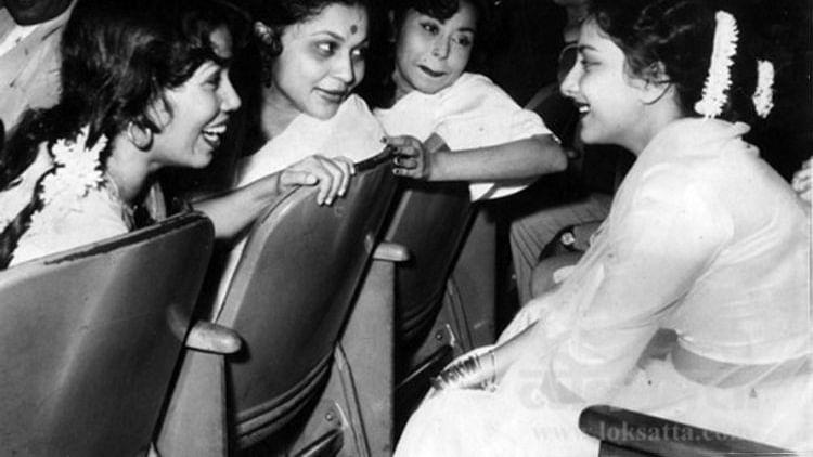 मदर्स डे विशेष: पिछले कुछ दशकों में बहुत बदल गई है हिंदी सिनेमा की 'मां'
