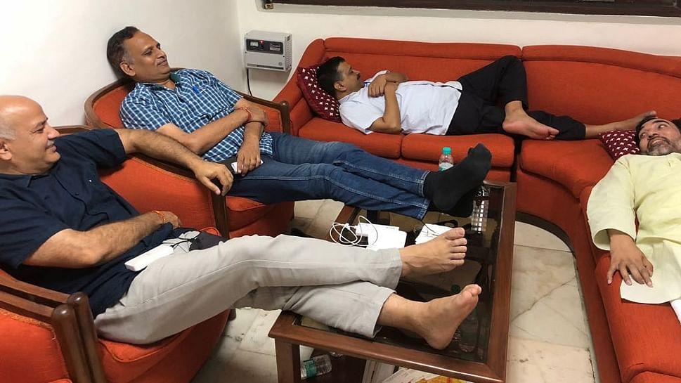 दिल्ली: एलजी हाउस में सीएम केजरीवाल के धरने पर हाई कोर्ट की फटकार, पूछा, किसकी इजाजत से दे रहे हैं धरना?
