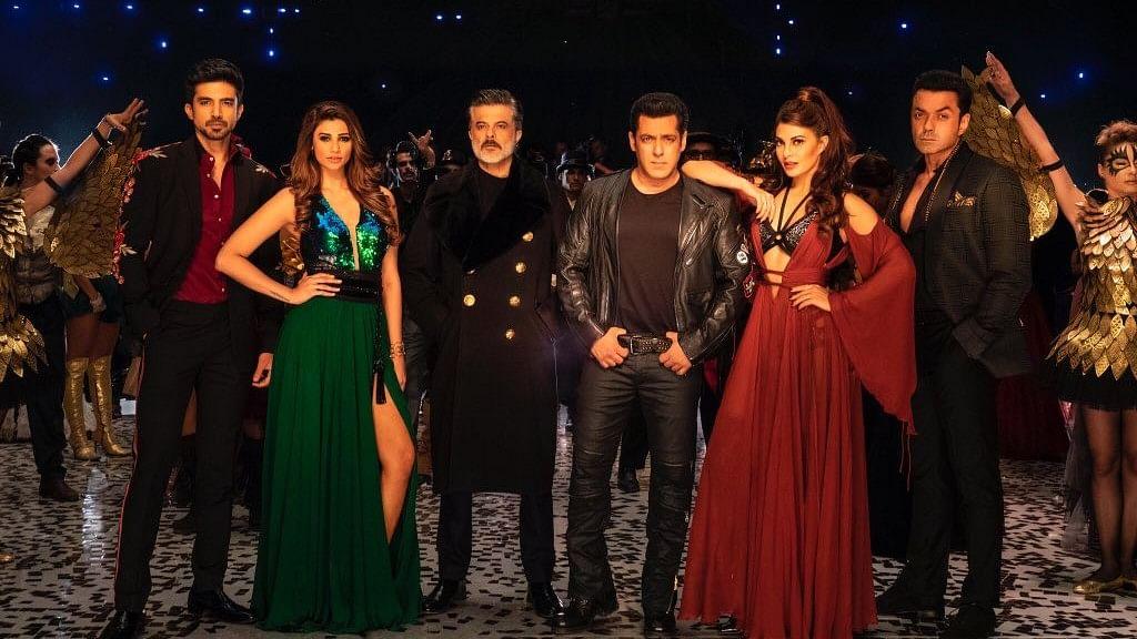 फिल्म समीक्षा: सलमान खान, सेक्स और स्टंट से फिल्म बनाने की कोशिश है 'रेस 3'