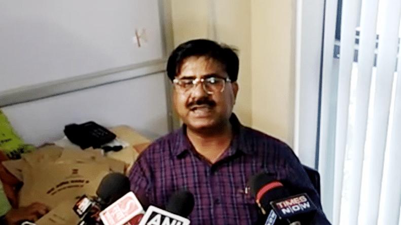 लखनऊ पासपोर्ट विवाद: अधिकारी विकास मिश्रा के समर्थन में आए आरएसएस नेता समेत कई लोग