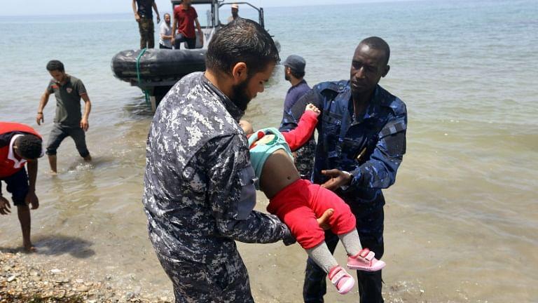लीबिया: नौका पलटने से 100 लोगों के मरने की आशंका, 16 को बचाया गया