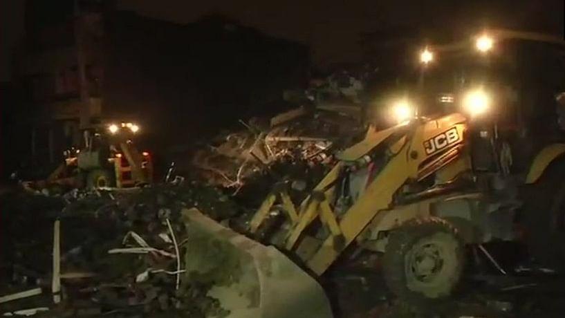 दिल्ली-एनसीआर में  बिल्डिंग गिरने का सिलसिला जारी,  गाजियाबाद के खोड़ा में गिरी पांच मंजिला इमारत