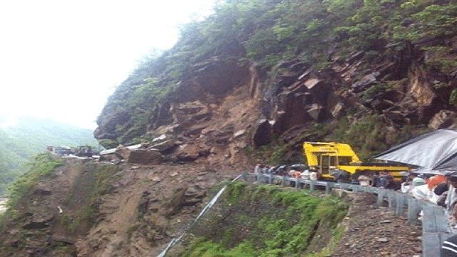 उत्तराखंड: लगातार बारिश और भूस्खलन से चारधाम यात्रा बाधित, श्रद्धालुओं की संख्या में आई भारी कमी
