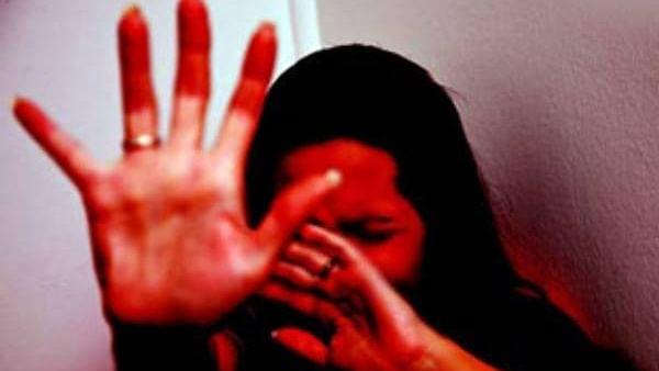 शर्मनाक: पहले प्रेमी जोड़े को अर्धनग्न कर बाजार में घुमाया, फिर वीडियो बनाकर सोशल मीडिया पर कर दिया वायरल