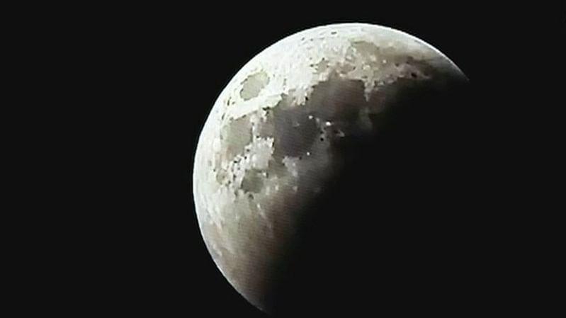 सदी का सबसे लंबा चंद्रग्रहण, आसमान पर दिखा अद्भुत नजारा, श्रद्धालुओं ने लगाई आस्था की डुबकी