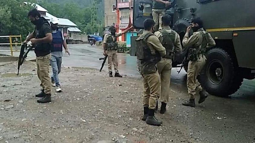 अनंतनाग में बड़ा आतंकी हमला, सीआरपीएफ के 5 जवान शहीद, एक आतंकी ढेर, देखें वीडियो