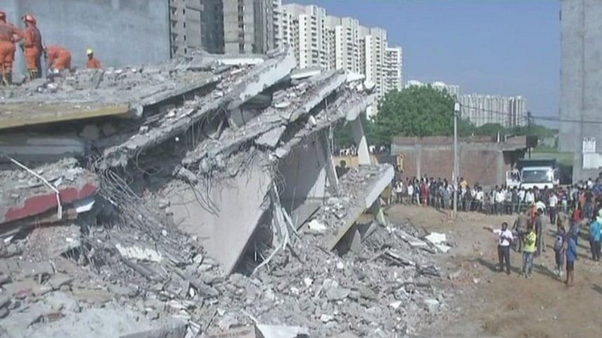 ग्रेटर नोएडाः इमारत के मलबे से 7 शव बरामद, अभी भी कई मजदूरों के दबे होने की आशंका
