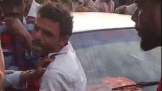 कर्नाटक: बच्चा चोरी के शक में मेंगलुरु में एक बाप पर ही टूटा भीड़ का कहर, रोती बच्ची की पुकार भी नहीं सुनी