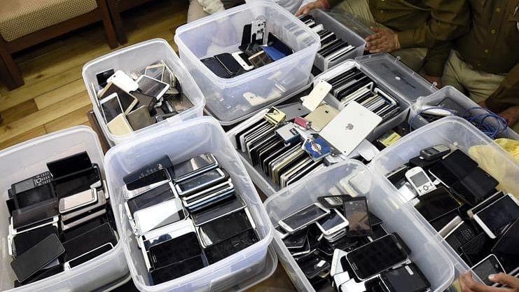 दिल्ली से चार साल में 1600 करोड़ के मोबाइल फोन गायब, बरामदगी के सवाल पर हंस पड़े थे गृह मंत्री राजनाथ सिंह