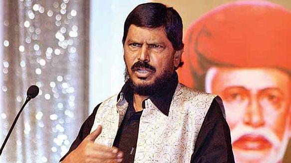 मोदी सरकार के फैसलों को लेकर एनडीए में बगावत, पासवान के बाद रामदास अठावले ने जताया कड़ा विरोध