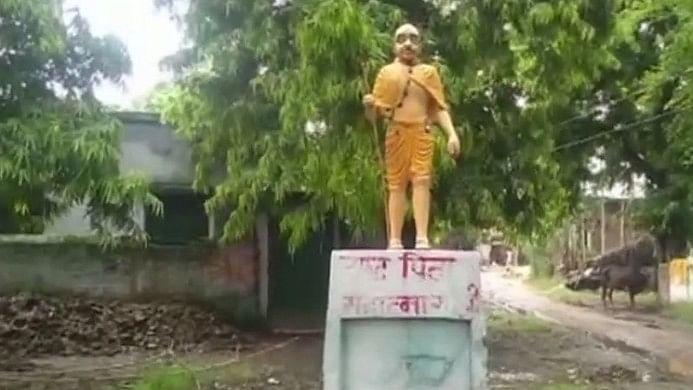 योगीराज में अब  गांधी जी को भी कर दिया गया भगवा, लोगों में गुस्सा
