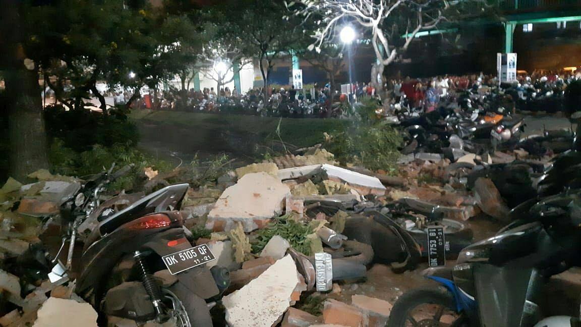 इंडोनेशिया में भूकंप से भारी तबाही, 82 लोगों की मौत, सैकड़ों लोग हुए घायल