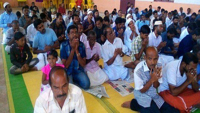 केरल: बाढ़ में डूबी मस्जिदें, हिन्दुओं ने बकरीद की नमाज के लिए खोल दिए मंदिर के दरवाजे
