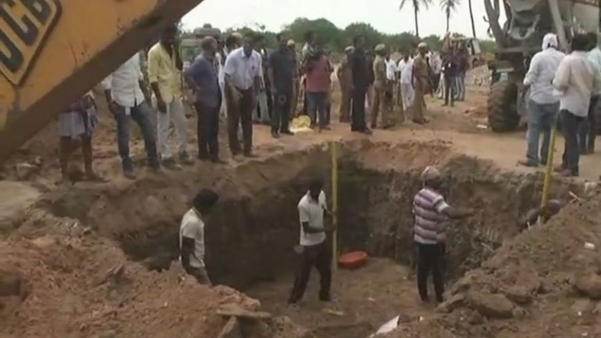 हिंदू होते हुए भी दफ्न किए जाते हैं तमिलनाडु के नेता, क्यों नहीं होता दाह संस्कार?