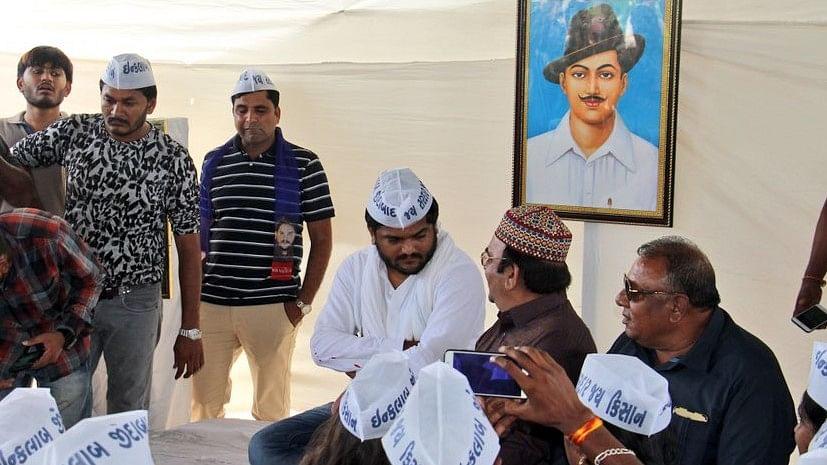 गुजरात: हार्दिक पटेल का  अनिश्चितकालीन अनशन शुरू, जूनागढ़ में धारा 144 लागू