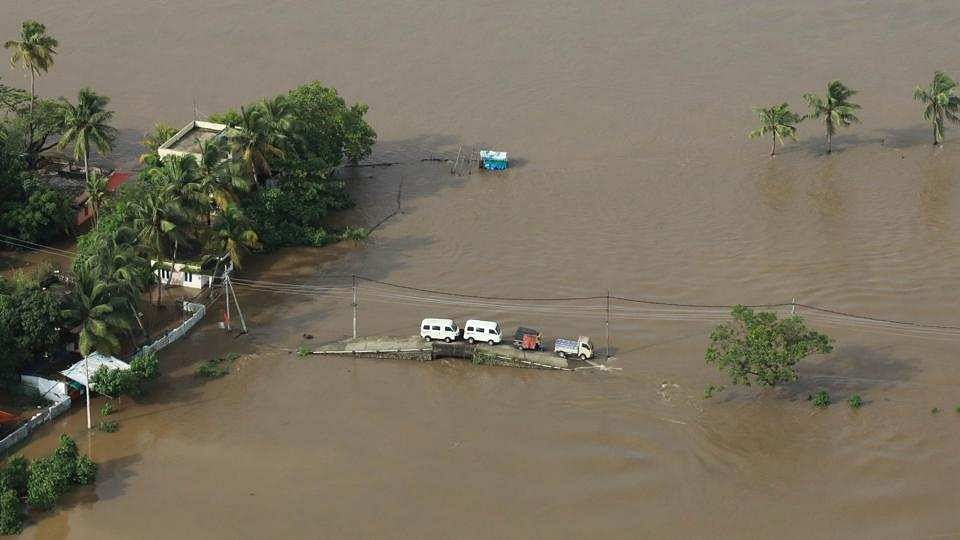 बाढ़ से तबाह केरल के नवनिर्माण के लिए यूएई ने बढ़ाया हाथ, 700 करोड़ रुपये की मदद का किया ऐलान