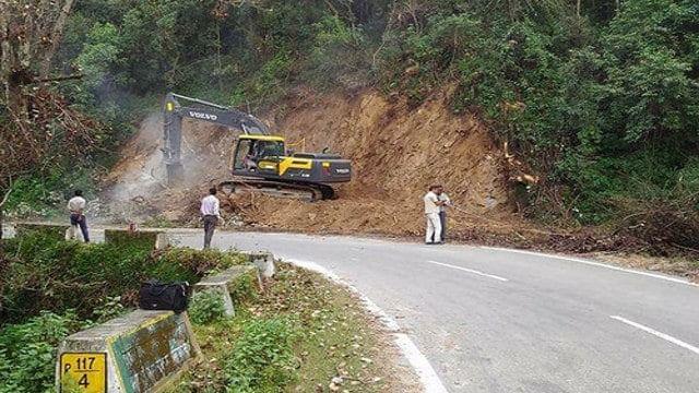 'ऑल वेदर रोड' के नाम पर गंगा का हो रहा सत्यानाश, लाखों पेड़ बर्बाद, आपदा को दिया जा रहा निमंत्रण