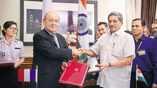 पर्रिकर के पास हैं राफेल के  राज़, इसलिए मोदी-शाह की हिम्मत नहीं कि उन्हें हटा सकें: गोवा कांग्रेस