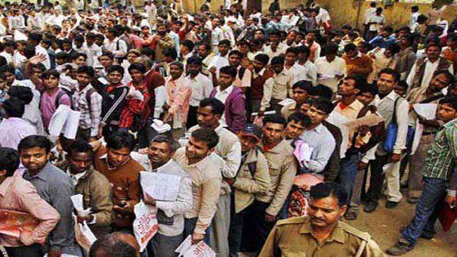 मोदी शासन में बेहद तेज़ी से बढ़े हैं शिक्षित बेरोज़गार, 20 साल का टूटा रिकॉर्ड, मजदूरों की आय भी 10 हजार से कम