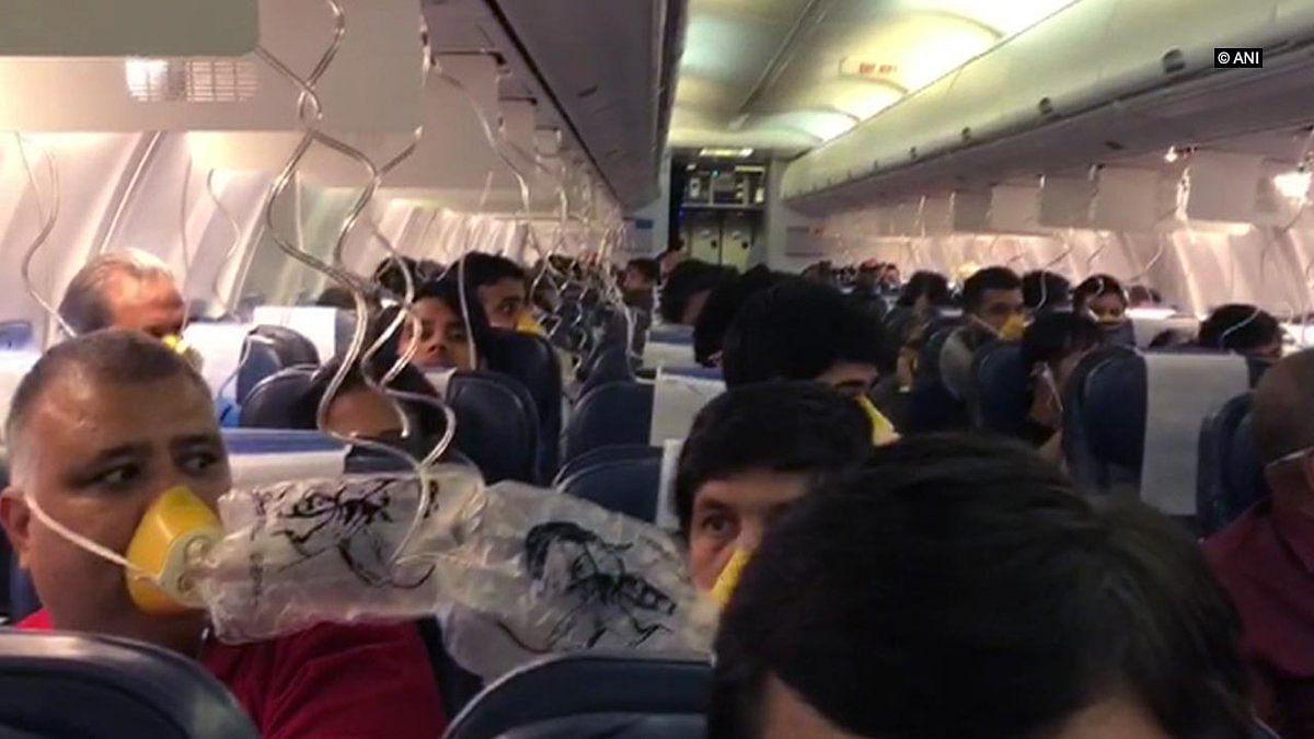 जेट एयरवेज की फ्लाइट की हुई आपात लैंडिंग, विमान कर्मचारियों की गलती से यात्रियों के नाक-कान से निकला खून