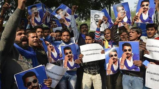 खिसकती राजनीतिक ज़मीन में दलित वोट कब्ज़ाने की कसमसाहट का नतीजा है चंद्रशेखर रावण की रिहाई का परवाना