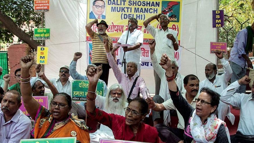 दलित शब्द का इस्तेमाल रोकने के मोदी सरकार के आदेश का मंत्री ने किया विरोध, बीजेपी सांसद ने भी जताई नाखुशी