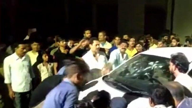 बिहार: मुजफ्फरपुर में अपराधियों ने पूर्व मेयर और ड्राइवर को एके-47 से भूना, हत्या के विरोध में तोड़फोड़-आगजनी
