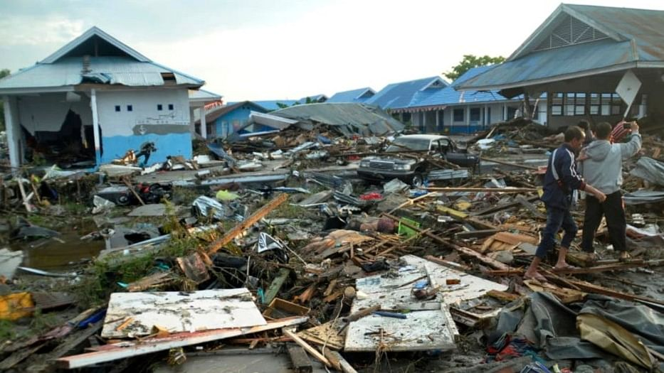 इंडोनेशिया: भूकंप-सुनामी से मरने वालों की संख्या 405 के पार, अभी भी कई लोग मलबे में दबे