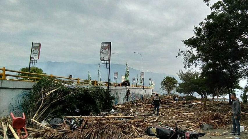 इंडोनेशिया में जबरदस्त भूकंप के बाद सुनामी से तबाही, मरने वालों की संख्या पहुंची 384