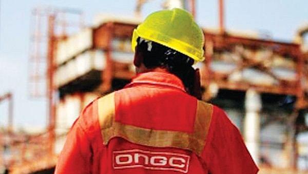 गुजरात की बिजली कंपनी को बचाने और वित्तीय घाटा कम करने के लिए सरकार ने कर्ज में डुबो दी ओएनजीसी