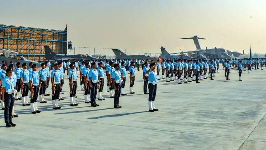86वीं वर्षगांठ पर वायुसेना ने किया शौर्य का प्रदर्शन, राष्ट्रपति, पीएम मोदी और राहुल गांधी ने दी बधाई