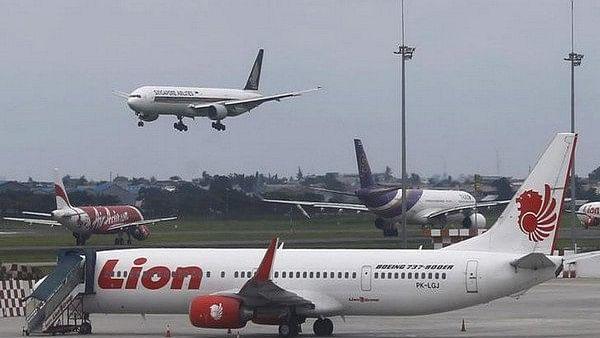 जकार्ता से उड़ान भरने के 13 मिनट बाद ही एक यात्री विमान क्रैश, 188 लोगों के मारे जाने की आशंका