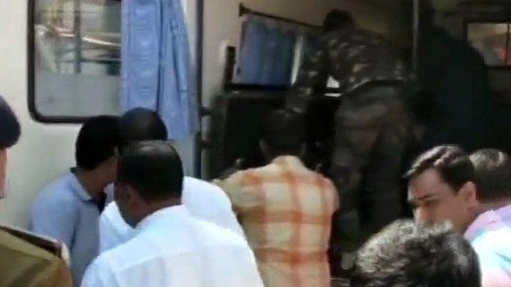 छत्तीसगढ़: दंतेवाड़ा में नक्सली हमले के दौरान 2 सुरक्षाकर्मी शहीद, डीडी न्यूज के कैमरामैन की भी मौत