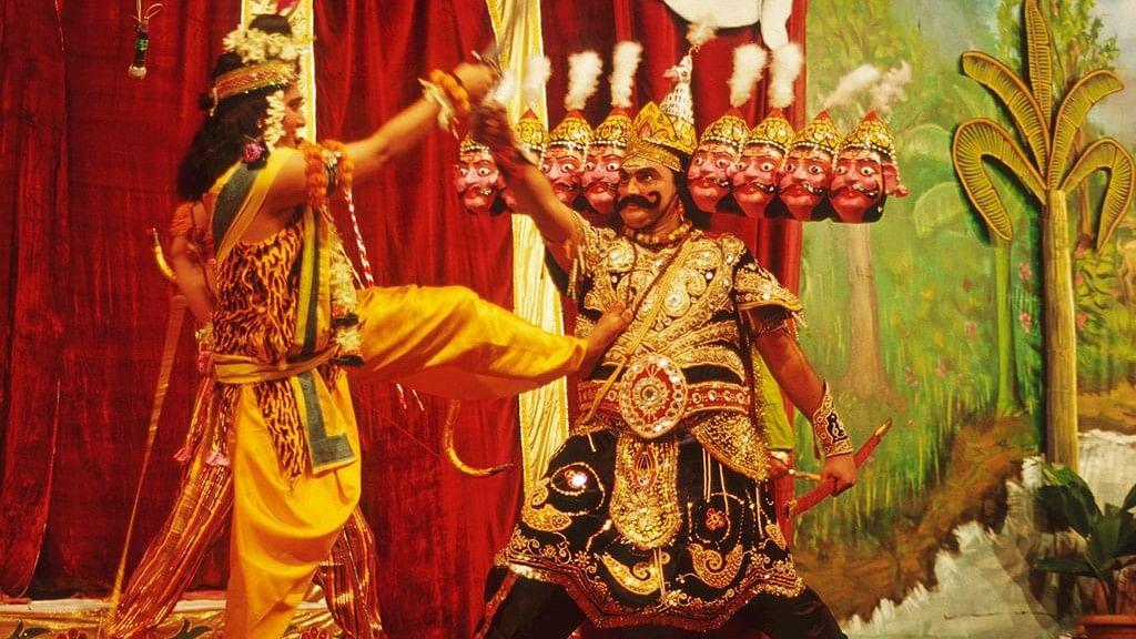 विष्णु नागर का व्यंग्यः हर साल बुराई पर अच्छाई को जीत दिलाते हैं, लेकिन नहीं मालूम कि राम कौन है और रावण कौन!