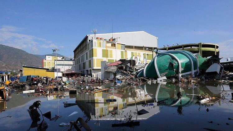 इंडोनेशियाः भूकंप और सुनामी के बाद मरने वालों की संख्या 832 से पार, सामूहिक दफनाने की हो रही तैयारी