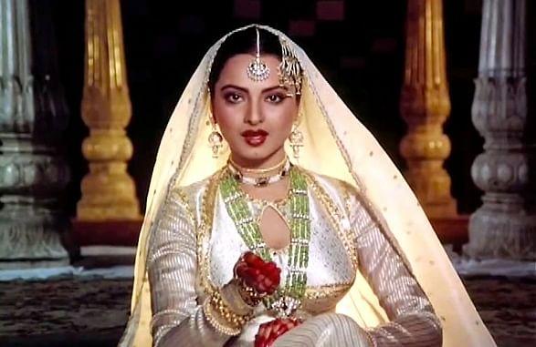 जन्मदिन विशेष: खूबसूरती एक राज है, तन्हाई उनके साथ है, और एक नदी की तरह बहती जा रही हैं रेखा