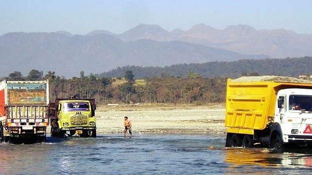 बीजेपी शासित राज्यों में खनन जारी है, सारी रेत सरकारी है :  खुलेआम हो रही है नदियों-पहाड़ों की हत्या