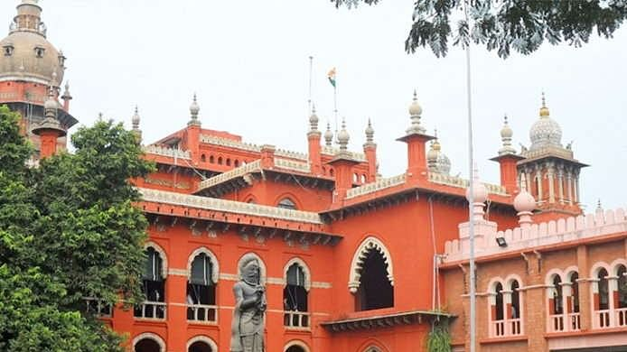 तमिलनाडु: एआईएडीएमके के 18 विधायक अयोग्य करार, स्पीकर के फैसले पर मद्रास हाई कोर्ट की लगी मुहर