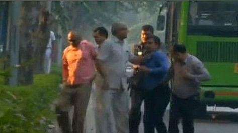 आलोक वर्मा के दो सुरक्षा अधिकारियों को दिल्ली पुलिस ने हटाया, आईबी की जासूसी का किया था पर्दाफाश