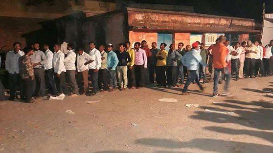 छत्तीसगढ़ चुनाव LIVE: दूसरे चरण  में शाम 6 बजे तक 71.91 फीसदी वोटिंग, अभी भी कुछ बूथ पर लोगों की लंबी कतार
